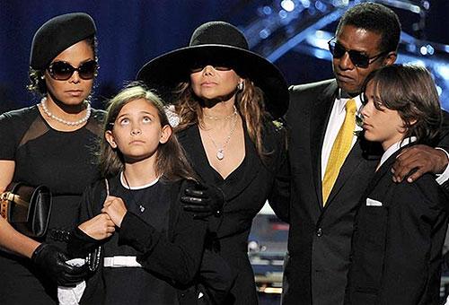 La Família Jackson en el día del funeral de Michael Jackson