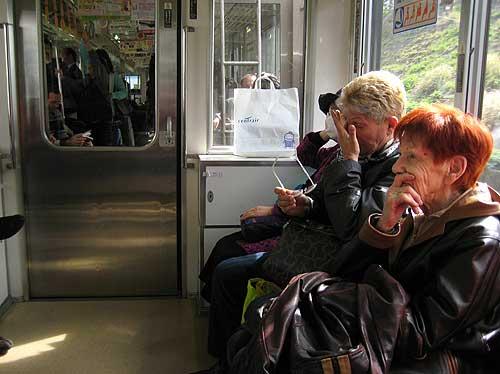 Miyaya en el tren Keisei Limited Express. Desde el Aeropuerto Narita a Tokio.