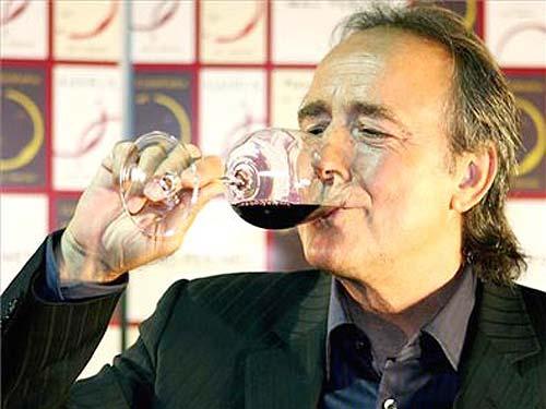 Joan Manuel Serrat, cantante y dueño de las Bodegas Mas Perinet
