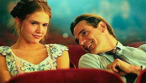 Fotograma de la película Lolita. Dominique Swain y Jeremy Irons