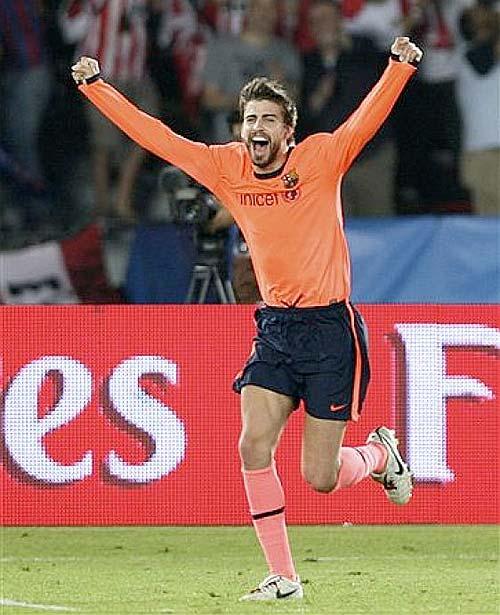 Gerard Piqué, autor del pase a Pedro que dió el primer gol - Foto: AP