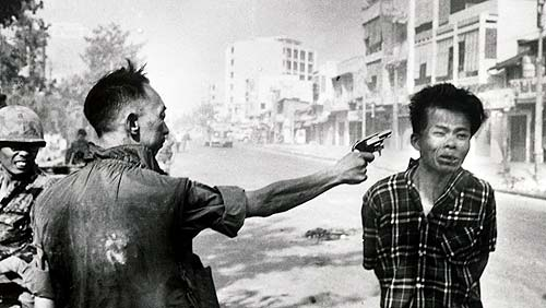 Fotografia de Eddie Adams, The Associated Press. Saigon, Sud de Vietnam, 1 febrero 1968
